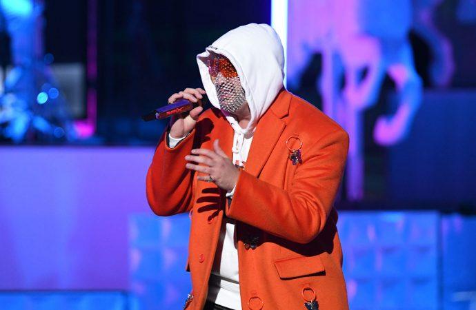 Bad Bunny invita a los reggaetoneros a ser más genuinos y creativos