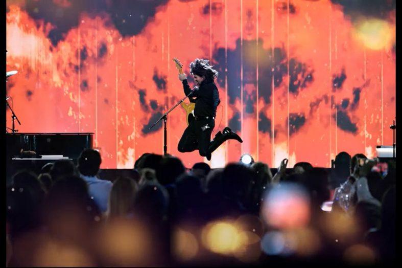 Ozuna, Rosalía, Yatra y más artistas le cantan a Juanes en los Latin Grammy