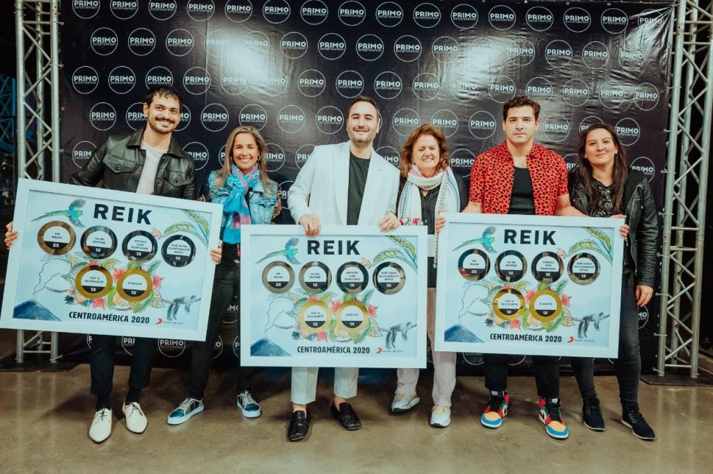 Reik recibe 6 reconocimientos de parte de Sony Music a comienzos de este 2020.
