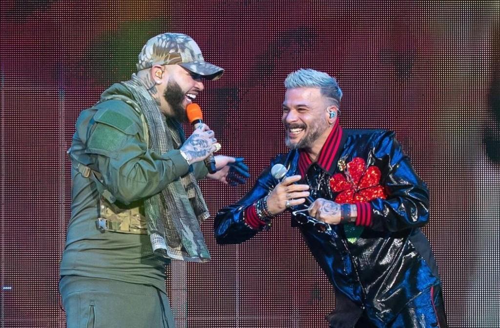 Farruko y Pedro Capó cantan 'Con Calma' en Miami.
