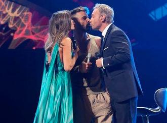 El beso de Ricky Martin en el primer día del Festival de Viña del Mar
