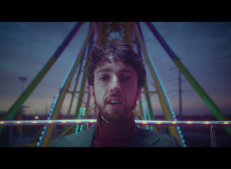 Esteman y la nostalgia se encuentran en su nueva canción 'Hasta que tú me quieras'