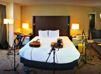 Room Service: música e historias en la intimidad de un hotel