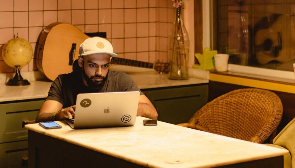 La música aumenta la productividad en el teletrabajo
