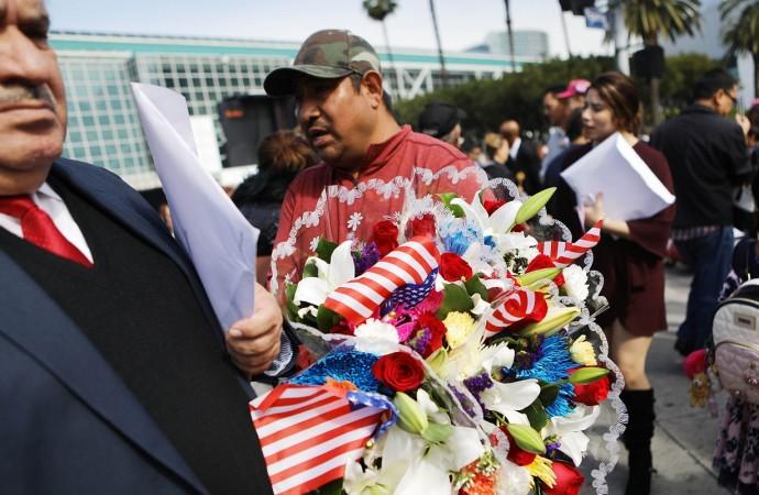 Jimmy Humilde promueve la defensa de los latinos ante agresiones en Los Ángeles