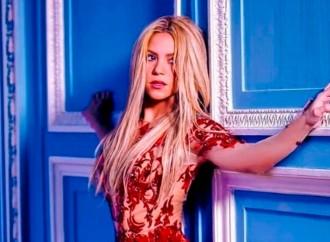 Shakira continúa luchando contra falsos rumores de 'Waka Waka'