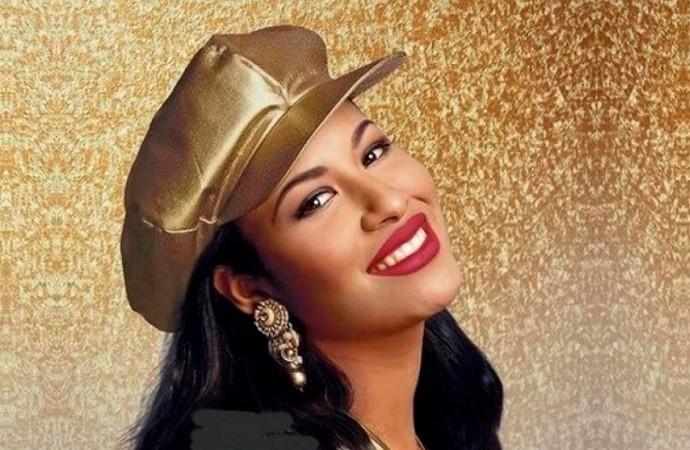 Estatua de Selena con gorra de Trump causa polémica